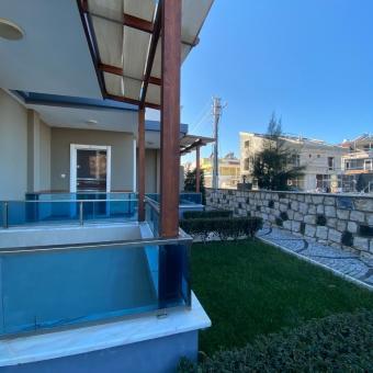 Didim Marina Yolu Arkası Satılık 4+1 Havuzlu Tripleks Villa